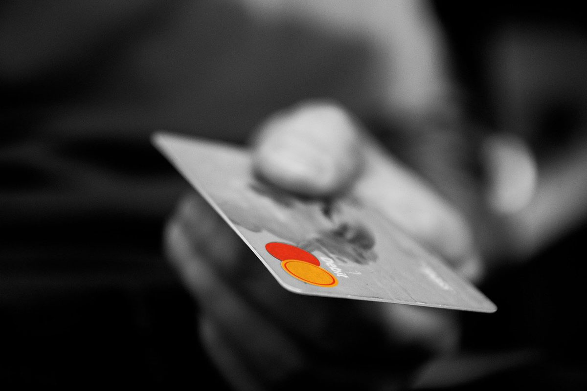 Google Pay lets customers pay Kiwi merchants with their credit card.
